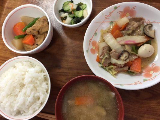 本日の献立:八宝菜とがんもどきの煮物と酢の物