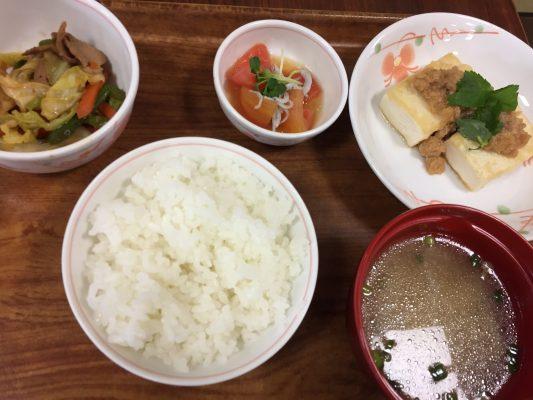 本日の献立:肉味噌豆腐、オイスターソース炒め、トマトとじゃこのナムル